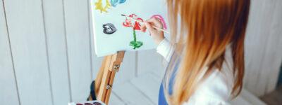 little-girl-drewing-VGJZ9E3.jpg